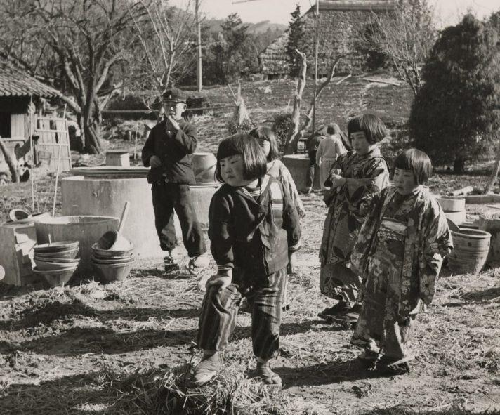 children-in-the-sakuma-yard